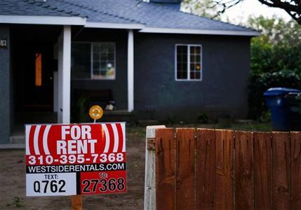 Una casa en renta en Los Angeles, el 27 de febrero de 2015. Para uno de cada cuatro inquilinos en EEUU, vivienda y servicios consumen al menos la mitad del ingreso familiar, de acuerdo con un análisis de datos del censo realizado por Enterprise Community Partners, una organización que promueve la vivienda asequible, y difundido el 1 de mayo de 2015. (Foto AP/Richard Vogel)